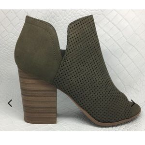 Shoes - Olive green boots